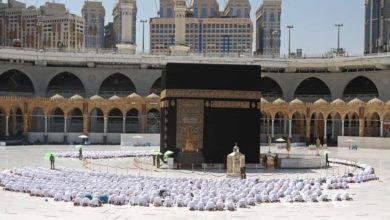 As primeiras imagens da Grande Mesquita de Meca, este domingo, após a remoção das barreiras de plástico que separavam os fiéis.